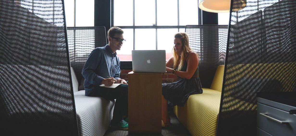Kleines Meeting mit Macbook